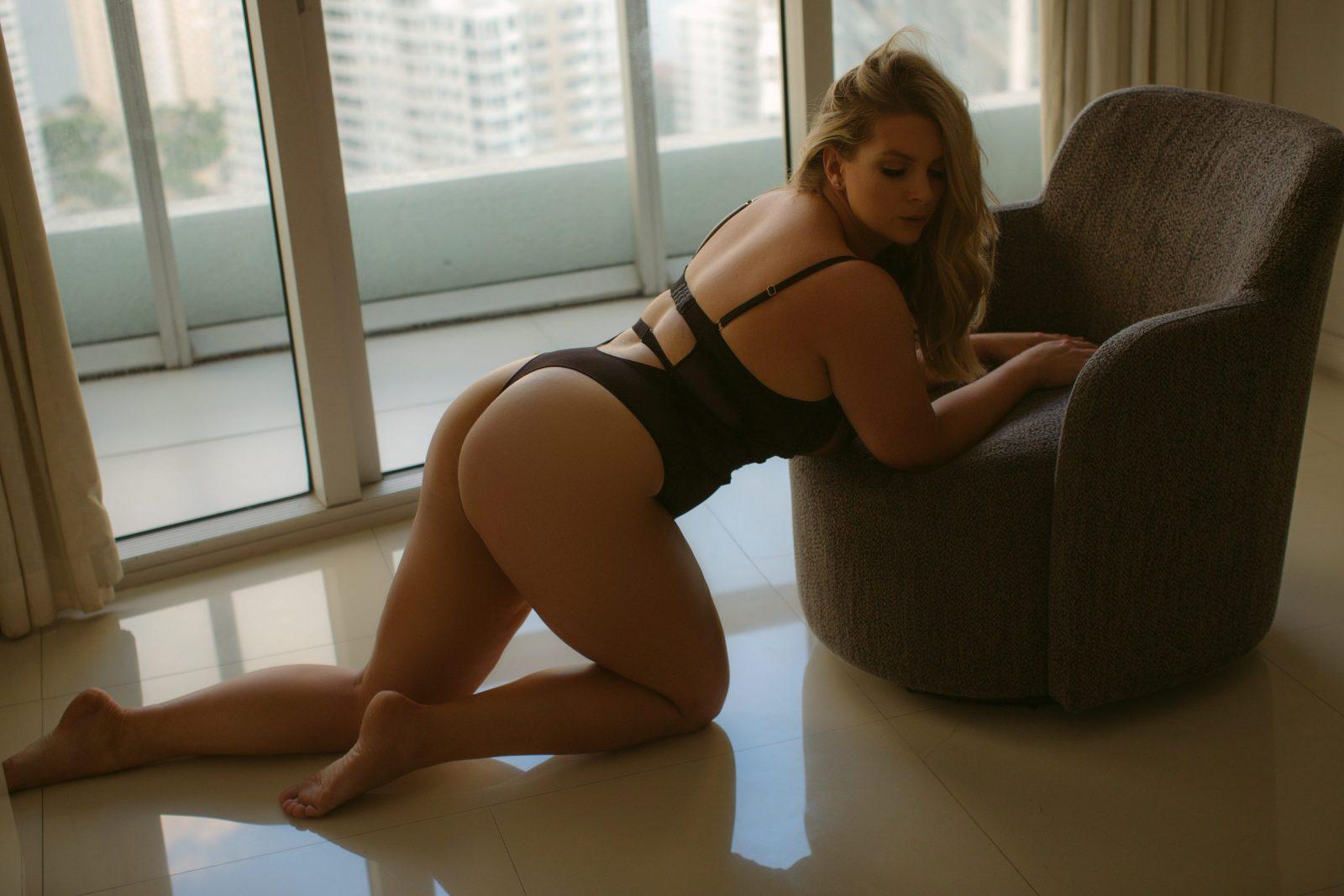 classy boudoir photo shoot ideas